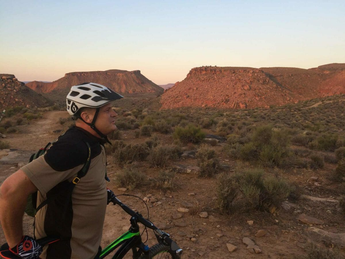 Mountain biker looking out at the desert scenery.
