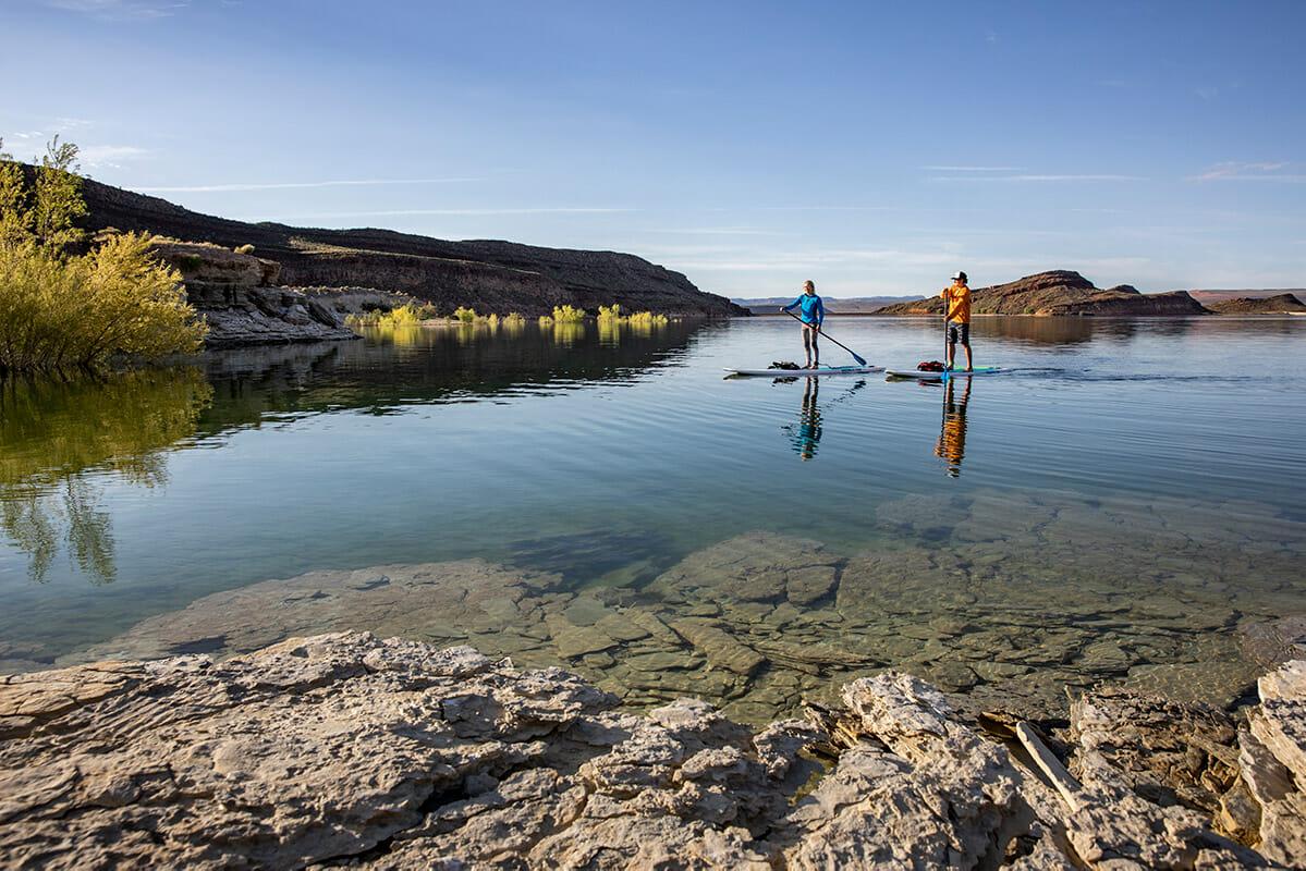 Par veslanja na jezeru