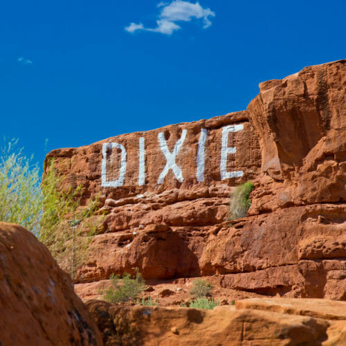 Dixie Rock im Pioneer Park in St. George, Utah