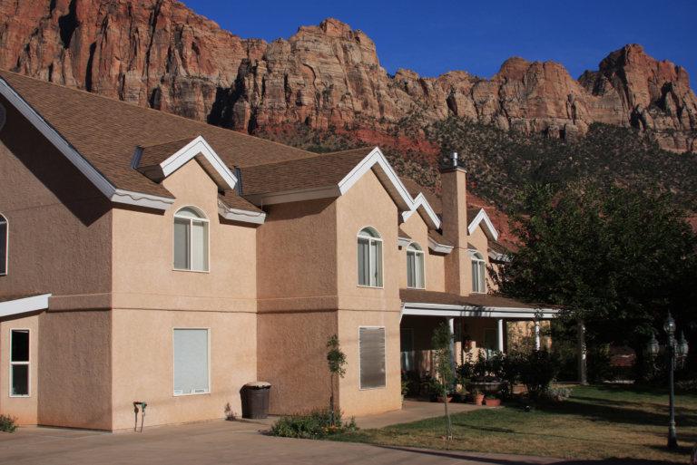 Verhuur huis met canyon muren achter