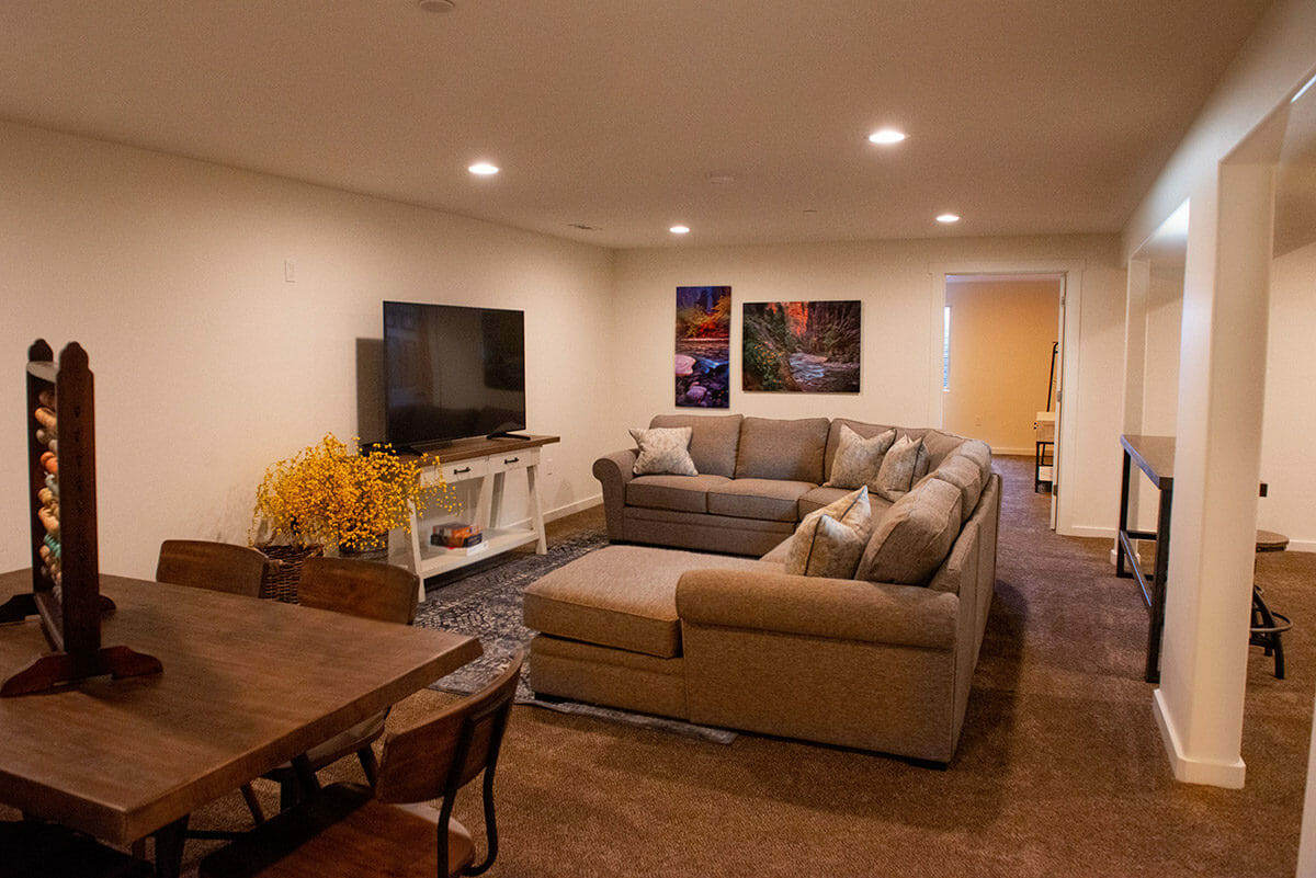 Entertainment room with sofas and TV