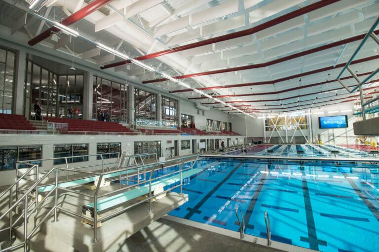 Закрытый бассейн олимпийских размеров
